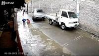 Warga Cerita Detik-detik Bocah Adelio Terlindas Mobil di Kembangan Jakbar