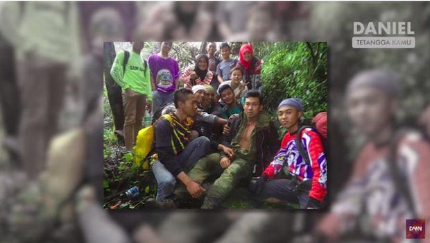Foto ketika Denny Sumargo nekat mendaki Gunung Kerinci dalam kondisi tidak stabil