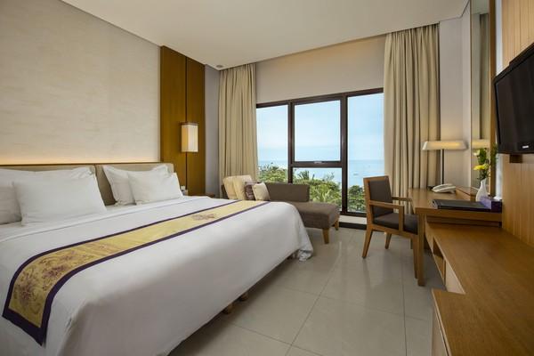 Tak cuma satu, tipe deluxe di hotel ini ada 3. Yang ini adalah Deluxe Sea View.(Grand Inna Kuta)