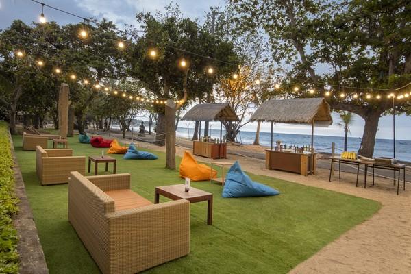 Mager ke rooftop, datang aja ke Beach Bar, pemandangannya langsung ke Pantai Kuta. (Grand Inna Kuta)