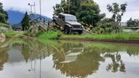 Tampang Gahar Jeep Gladiator Rp 1,980 Miliar