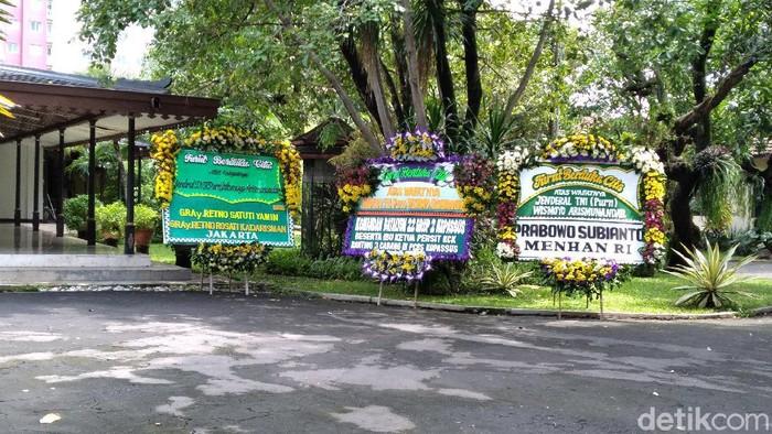 Karangan bunga dari Praboro untuk wafatnya Wismoyo di Ndalem Kalitan, Solo