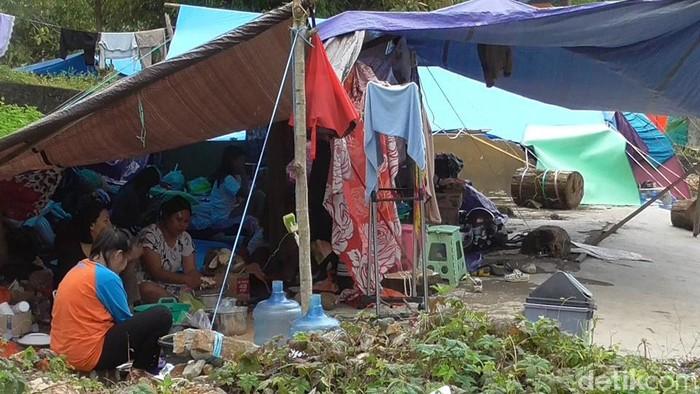 Korban gempa Sulbar bertahan di tenda pengungsian (Abdy/detikcom).