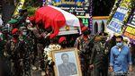 Momen Pemakaman Wismoyo Arismunandar di Astana Giribangun