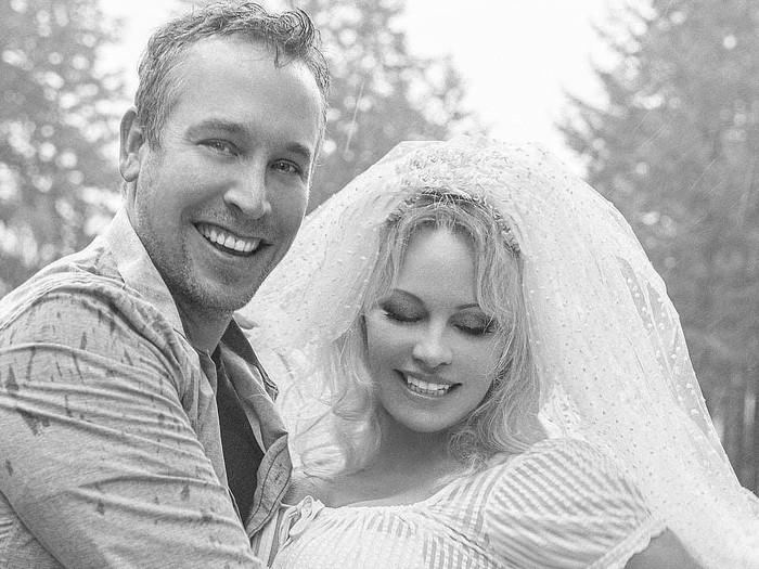 Pamela Anderson Menikah Lagi