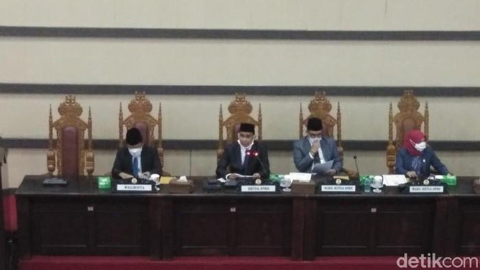 Paripurna DPRD Makassar penetapan Danny-Fatma sebagai walkot-wawalkot terpilih (Hermawan/detikcom).