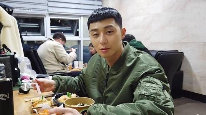 Park Seo Joon Doyan Nasi Goreng Kimchi hingga Bakwan Jagung