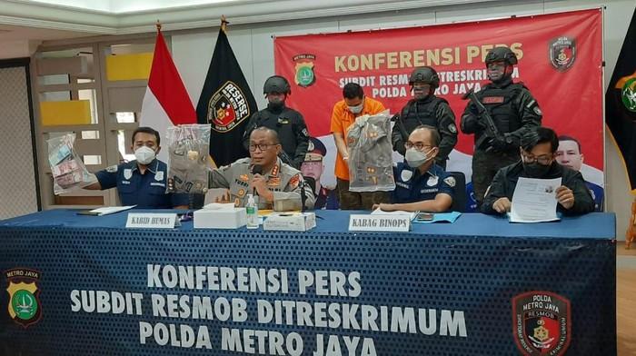 Pecatan polisi ditangkap melakukan penipuan
