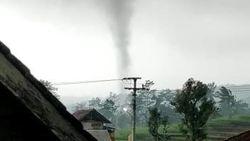 Angin Puting Beliung Terjang Kuningan, BPBD Sebut Tak Ada Kerusakan