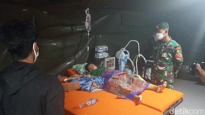 RS darurat TNI AD di Mamuju membantu persalinan ibu hamil korban gempa Sulbar (Abdy/detikcom).