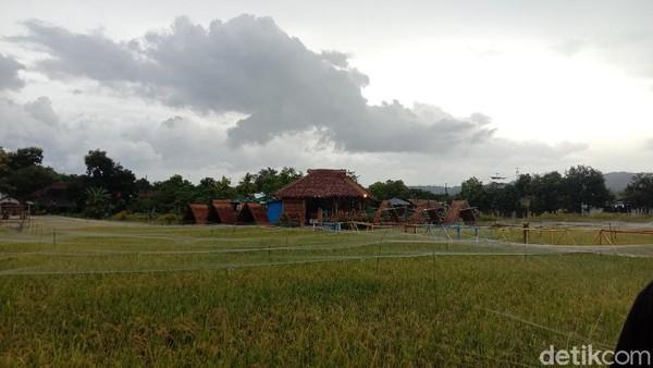 Di Kudus ada kafe yang unik karena letaknya di tengah sawah. Namanya adalah Sabin Caffe. Lokasinya berada di Desa Tanjungrejo, Kecamatan Jekulo, Kudus.