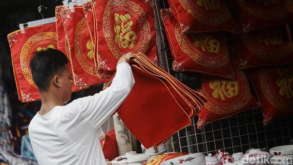 Penjualan pernak pernik Imlek pada Tahun Kerbau Logam ini akan dirayakan pada masa pademi.