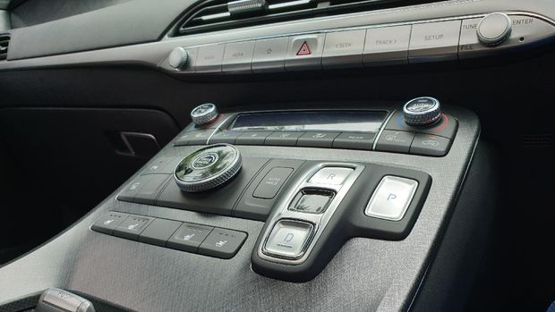 Tombol shift-by-wire (SBW) Hyundai Palisade