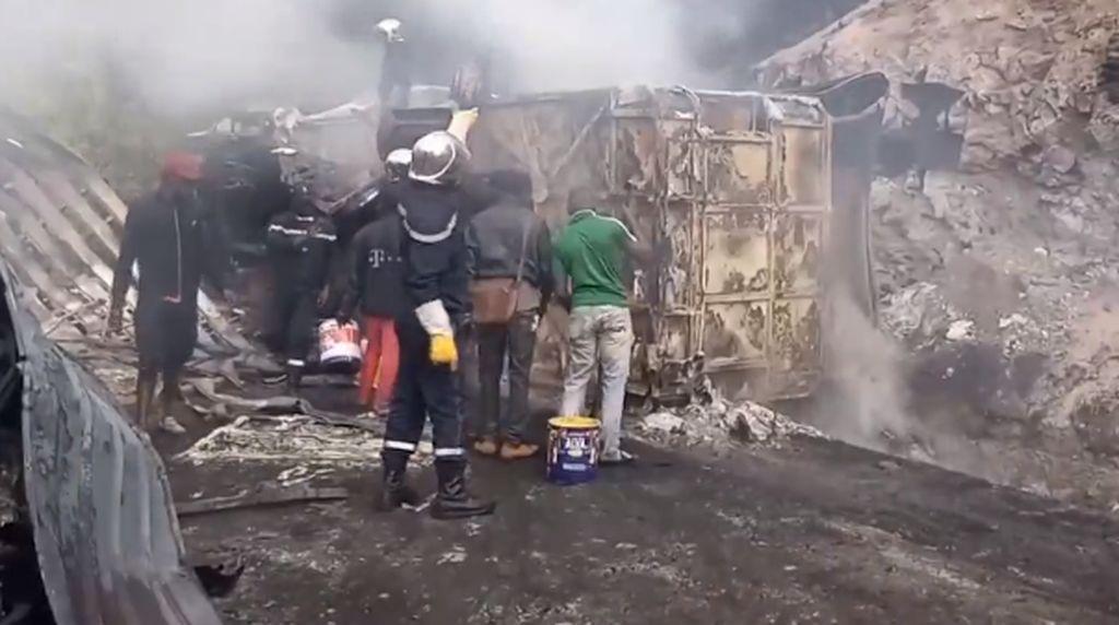 Truk Pembawa BBM Ilegal Hantam Bus di Kamerun, 53 Orang Tewas