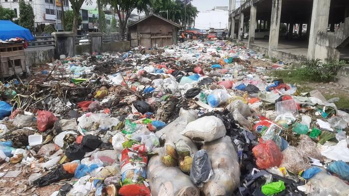 Tumpukan sampah di Pekanbaru (Raja Adil-detikcom)