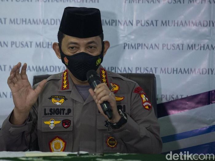 Kapolri Jenderal Listyo Sigit Prabowo menyambangi PP Muhammadiyah. Ia tampak mengenakan peci hitam saat bertemu dengan sejumlah pengurus PP Muhammadiyah.