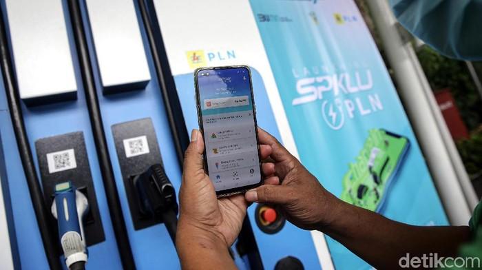 PT PLN (Persero) luncurkan aplikasi Charge-In. Aplikasi ini membantu pengguna kendaraan listrik mencari SPKLU terdekat hingga monitor pengisian daya.