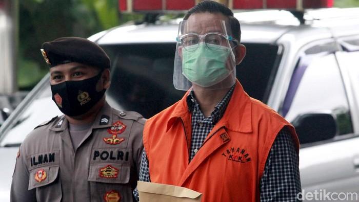 Mantan Menteri Sosial Juliari Batubara diperiksa KPK. Ia diperiksa terkait kasusnya yakni dugaan suap bantuan sosial (bansos) Corona.