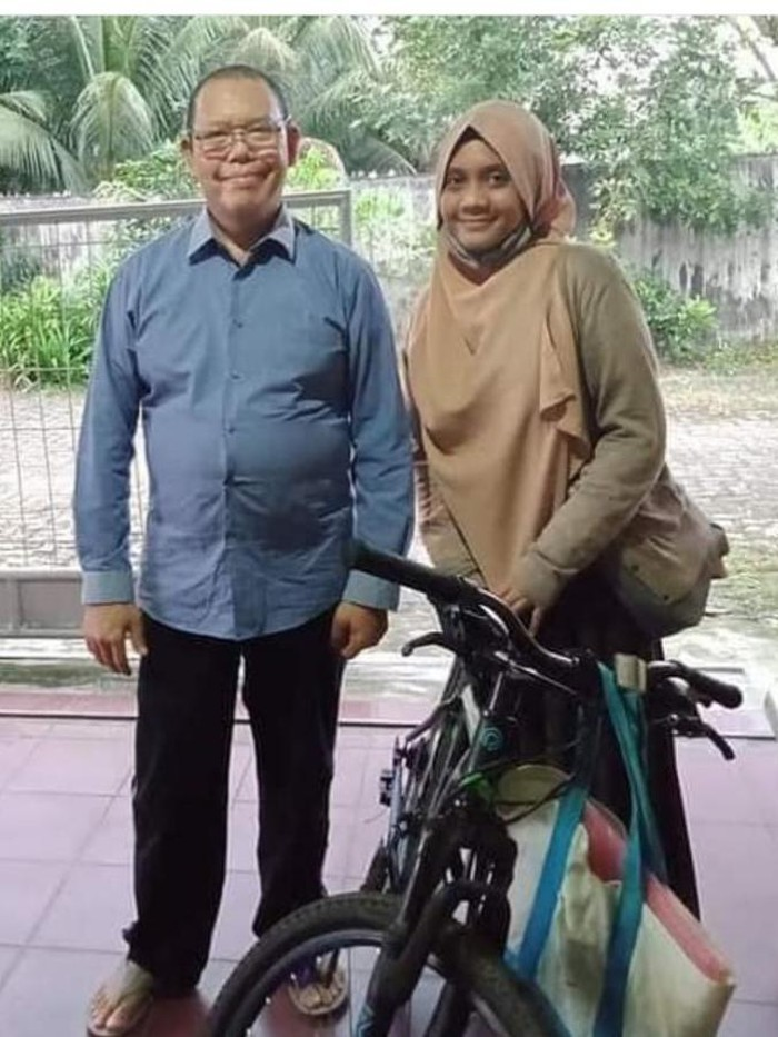 Dosen USU Syafruddin Pohan bersama mahasiswinya Nurul (dok Istimewa)
