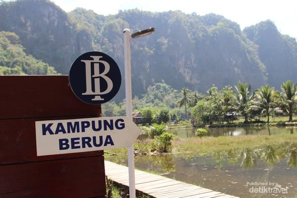 Selamat datang di Kampung Berua. Kampung Berua terletak di Dusun Rammang-rammang Desa Salenrang, Maros, Sulawesi Selatan.