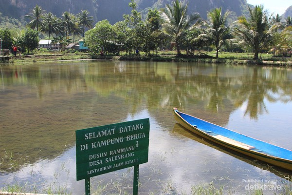 Kampung Berua adalah salah objek wisata yang patut dikunjungi ketika ke Sulawesi.