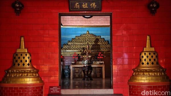 Dibangun sekitar abad ke-17 dan awal abad ke-18, bangunan Klenteng Da Bo Gong didominasi dengan warna merah dan warna-warna cerah lainnya seperti kuning, hijau, dan biru.
