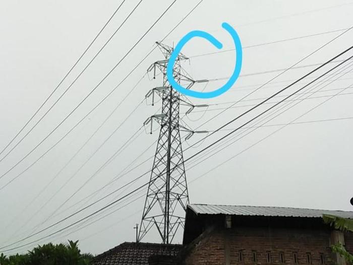 Jaringan SUTET di Klaten putus tersambar petir, Jumat (29/1/2021).