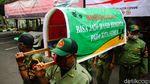 Kasus Corona Tembus Sejuta, Linmas di Cimahi Gotong Keranda Mayat