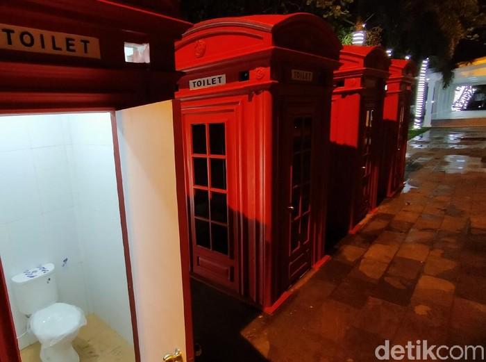 Majalengka punya toilet umum yang unik berdesain boks telepon khas London