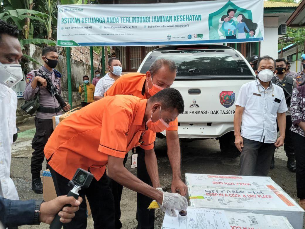 PT Pos Indonesia (Persero) mendistribusikan vaksin COVID-19 tahap pertama ke Maluku dan Nusa Tenggara Timur.