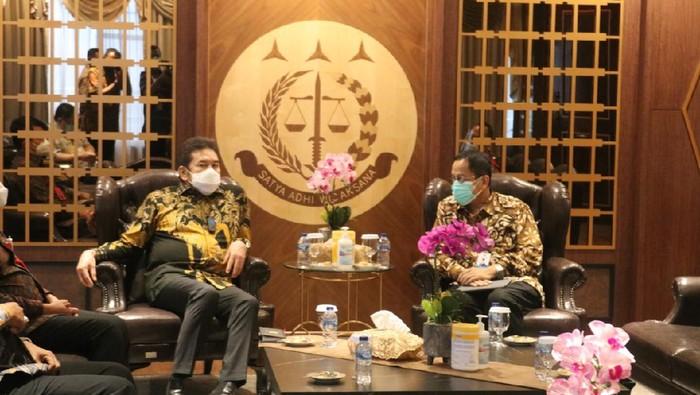 Pertemuan Jaksa Agung ST Burhanuddin dengan Kepala PPATK Dian Ediana Rae, di Kejagung, Jumat (29/1/2021).