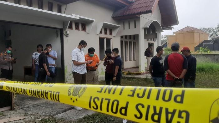 TKP pegawai PTA Pekanbaru tewas terbakar (Raja Adil Siregar/detikcom).