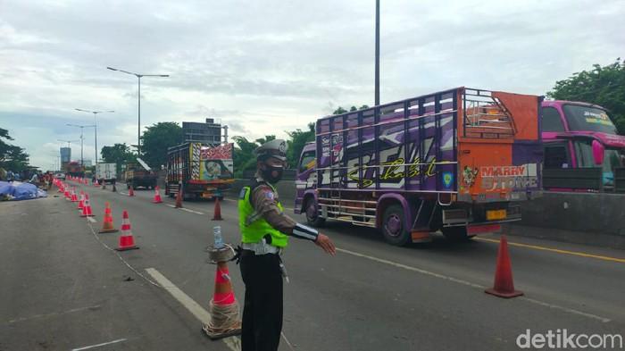 Lajur Tol Surabaya-Gempol di KM 6+200 atau di Perak-Waru yang sempat ditutup karena longsor, sudah dibuka kembali. Pembukaan itu dilakukan setelah rekomendasi ITS keluar.