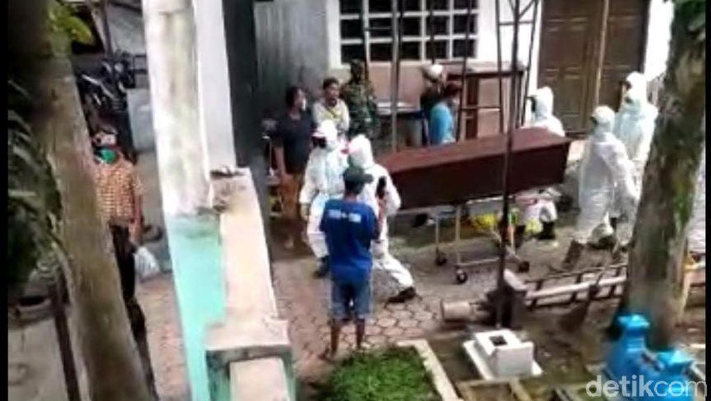 Keributan di TPU Malang Akibat Jenazah Covid-19 Tertukar