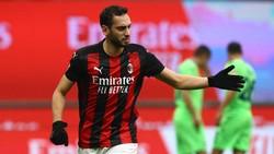 Milan Diledek Eks Pemain Inter soal Calhanoglu
