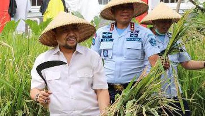 Mantan Ketua DPR RI Setya Novanto yang menjadi narapidana kasus korupsi dan mendekam di Lapas Sukamiskin Bandung punya kesibukan baru.