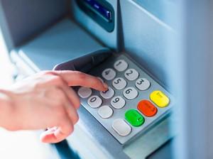 Niat Bobol Mesin ATM, Pria Ini Berakhir Tersangkut & Harus Diselamatkan
