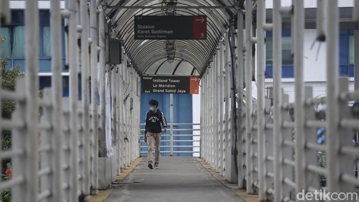 Pemprov DKI Jakarta berencana melakukan revitalisasi JPO di Karet Sudirman. Tak perlu menunggu lama, suara tidak setuju langsung menyambutnya.