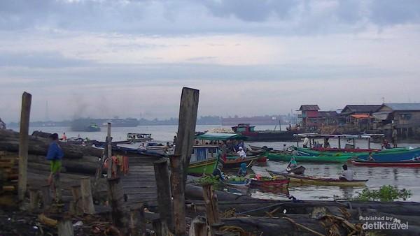 Kampung Alalak Selatan berada tak jauh dari Pasar Terapung Muara Kuin