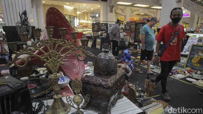 Sebuah pameran bertemakan 'Festival Djadoelan' yang berisi barang-barang antik digelar di Jogja City Mall, Sleman, Yogyakarta. Penasaran?