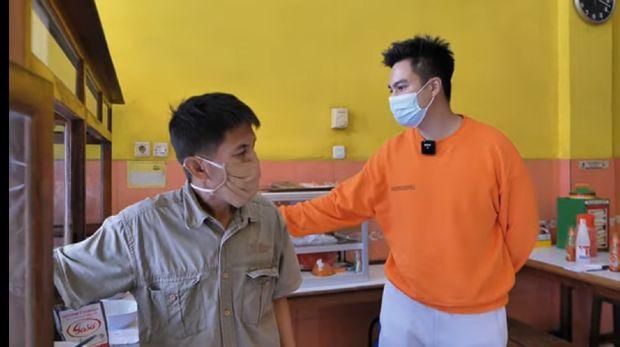Baim Wong Cicip Bakso yang Viral dan Sepi Karena Dinilai Jelek Oleh Tiktoker