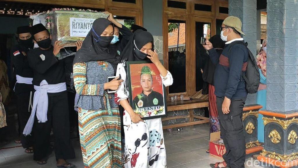 Duka Selimuti Pemakaman Kakak Beradik Korban Sriwijaya Air di Sragen