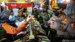 Kapolri-Panglima TNI Tinjau Penerapan Prokes di Pasar Tanah Abang