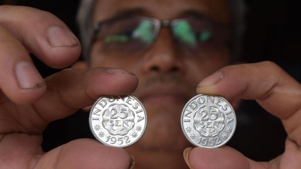 Foto Koleksi Ribuan Uang Kuno di Madiun