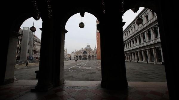 Seperti diketahui, Karnaval Venesia merupakan acara tahunan yang dinanti oleh masyarakat dunia. Di karnaval tersebut warga dan wisatawan dapat bergaya dengan menggunakan kostum dan topeng-topeng unik saat berjalan-jalan di Venesia.