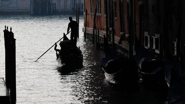 Sejumlah pihak pun berharap agar pandemi COVID-19 ini dapat segera usai agar Karnaval Venesia dapat kembali digelar dan menghidupkan kawasan Venesia yang saat ini bagaikan tertidur karena kesunyiannya.
