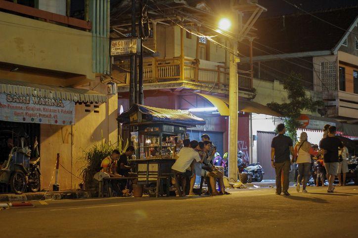 Tips Hemat Makan di Angkringan, Hindari Menu 'Jebakan Batman' Ini