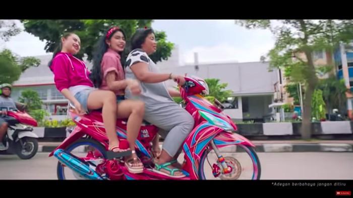 Viral Iklan Toyota Sindir Pengguna Jalan Indonesia