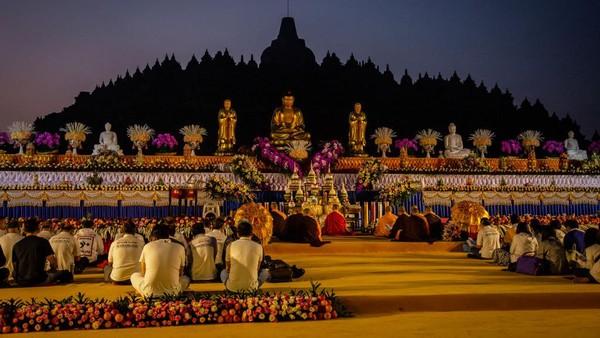 Fakta kesembilan, Candi Borobudur rupanya memiliki hubungan dengan astronomi. Dalam tulisan Ni Made Ayu Surayuwanti Putri berjudul Aspek Astronomi dalam Candi Borobudur, dijelaskan bahwa 9 buah relief di candi itu menggambarkan berbagai jenis perahu layar yang tengah berlajar. Ulet Ifansasti/Getty Images