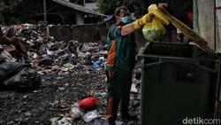 Pandemi COVID-19 mengakibatkan peningkatan limbah medis pada 2020. Berdasarkan data Dinas Lingkungan Hidup DKI Jakarta, berat limbah medis mencapai 12.785 ton.